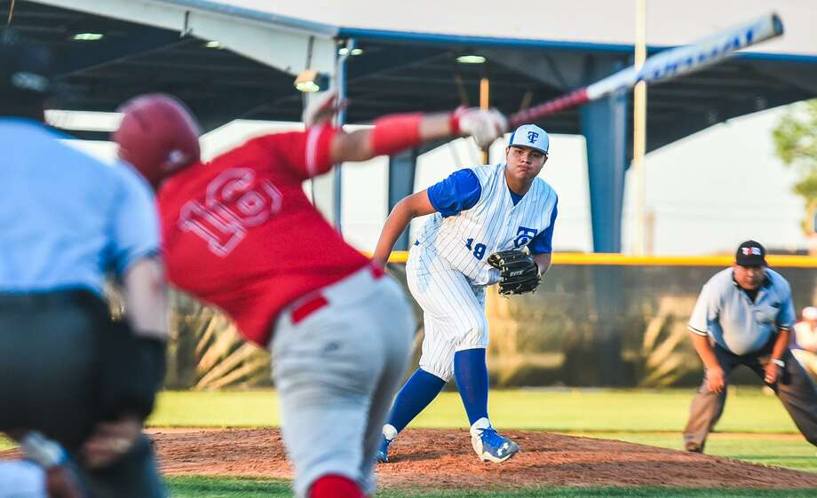 LISD rivals Cigarroa (11-15, 7-6 District 31-5A) and Martin (14-10, 6-5) face off Friday night at Freddie Benavides Field at 7 p.m. Photo: Danny Zaragoza / Laredo Morning Times File / Laredo Morning Times