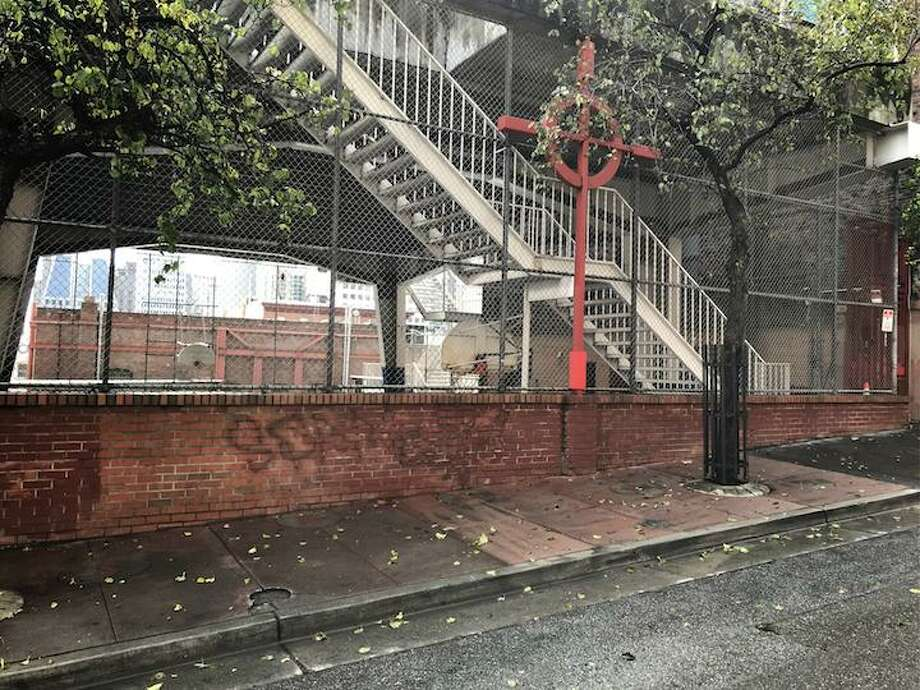 A man was found slain on the sidewalk along Joice Street on Sunday morning in San Francisco's Chinatown. Photo: /