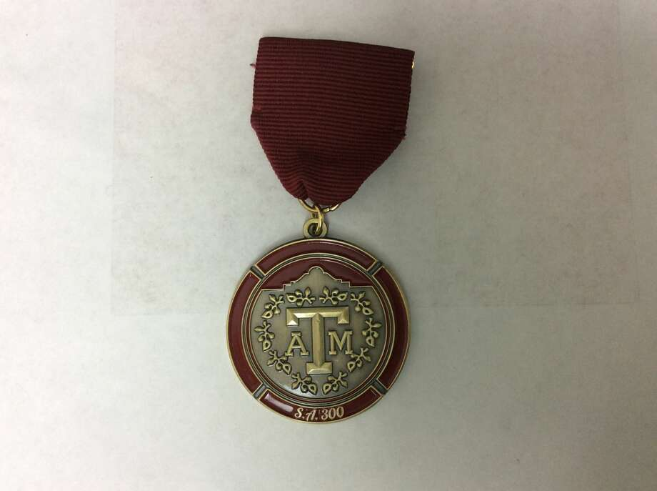 Aggie Moms' Fiesta medal, $10, available on Facebook @sanantonioaggiemoms. Photo: Courtesy, Courtesy/SAEN