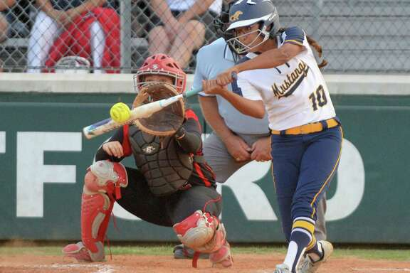 Cy Ranch have eight seniors on the squad with OF/2B Sami Villarreal (10) being the captain. She has a high batting average of .397.