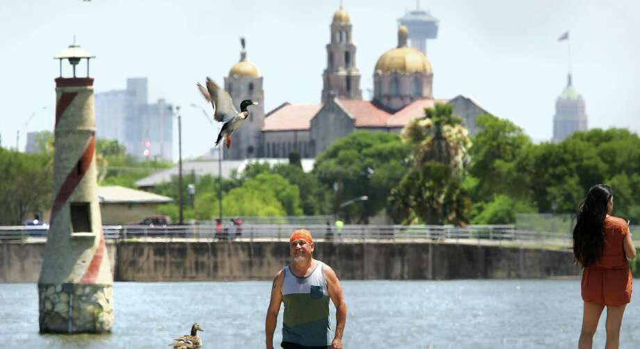 Jesse Villarreal, who just finished jogging at Woodlawn Lake, observes a duck flying in front of him as he walks to his car on Tuesday, April 17, 2018. Photo: Bob Owen, Staff / San Antonio Express-News / ©2018 San Antonio Express-News