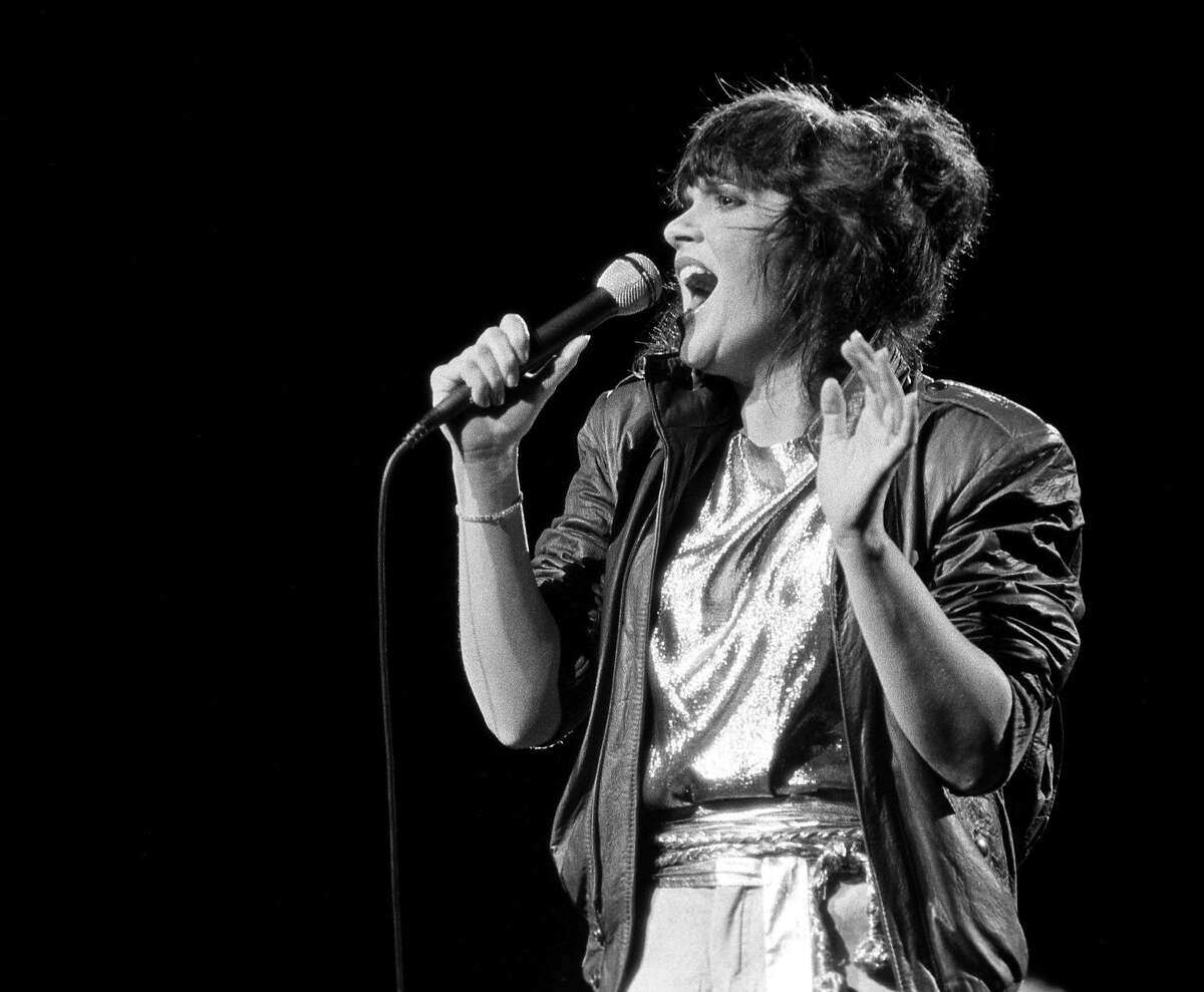 Linda Ronstadt performs at Poplar Creek, Hoffman Estates, Illinois, July 27, 1981. (Photo by Kirk West/Getty Images)