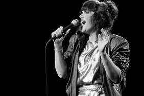 Linda Ronstadt performs in Illinois in July 1981. Her last concert was in 2009. Parkinson's disease destroyed her ability to sing.