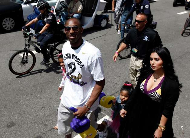 Los Angeles Lakers' Kobe Bryant walks with, from left