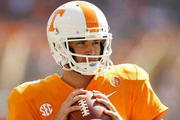 KNOXVILLE, TN - SEPTEMBER 09:  Quinten Dormady #12 of the Tennessee Volunteers warms up on the field prior to the game against the Indiana State Sycamores at Neyland Stadium on September 9, 2017 in Knoxville, Tennessee.  (Photo by Michael Reaves/Getty Images)