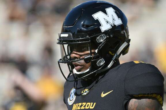COLUMBIA, MO - OCTOBER 21:  Wide receiver J'Mon Moore #6 of the Missouri Tigers in action against the Idaho Vandals at Memorial Stadium on October 21, 2017 in Columbia, Missouri. (Photo by Ed Zurga/Getty Images)