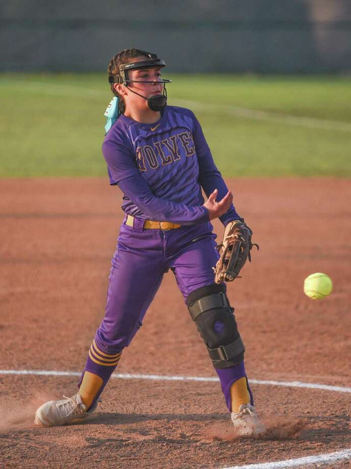 Sabrina Mendoza and LBJ won 8-6 on Tuesday over United South at the SAC. Photo: Danny Zaragoza /Laredo Morning Times