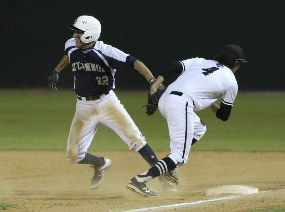 O'Connor's Isaac Longoria (22) sprints away from first base and Clark's Mark Moreno on a errant throw to advance to third base during their District 28-6A high school baseball game on Tuesday, Apr. 17, 2018. (Kin Man Hui/San Antonio Express-News) Photo: Kin Man Hui, Staff / San Antonio Express-News / ©2018 San Antonio Express-News