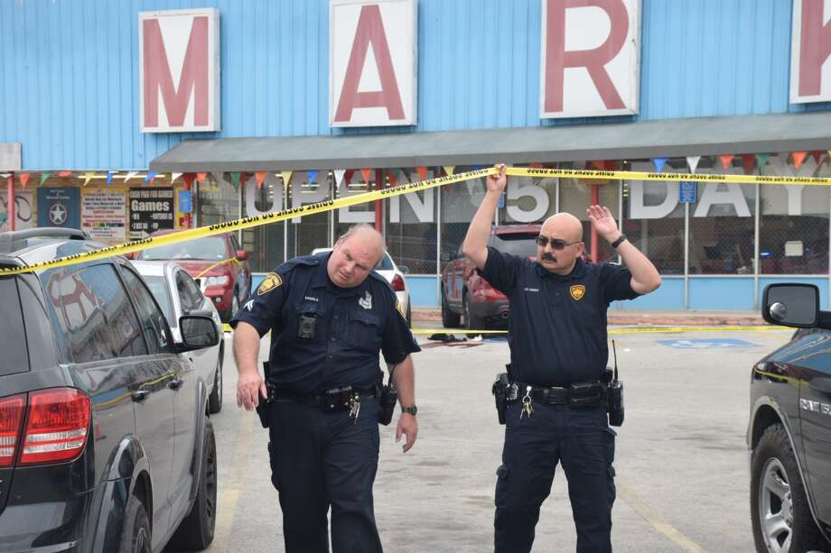 San Antonio police responded to the shooting around 1:15 p.m. at the Market Center in the 3900 block of Eisenhauer Road on Wednesday, April 18, 2018. Photo: Caleb Downs/San Antonio Express-News