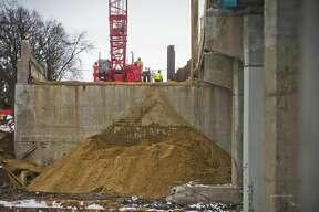 Construction work continues on the M-20 bridge on Tuesday, April 17, 2018. (Katy Kildee/kkildee@mdn.net)