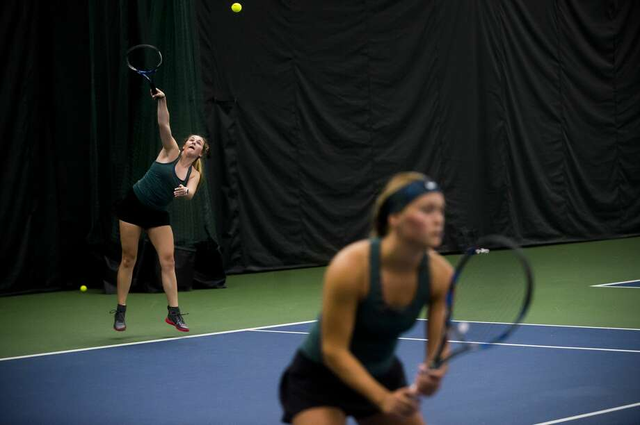 Dow senior Kelly Livingston serves the ball during her #1 doubles match with her partner, senior Tatum Matthews, against a Birmingham Seaholm pair on Wednesday, April 18, 2018 at the Greater Midland Tennis Center. (Katy Kildee/kkildee@mdn.net) Photo: (Katy Kildee/kkildee@mdn.net)