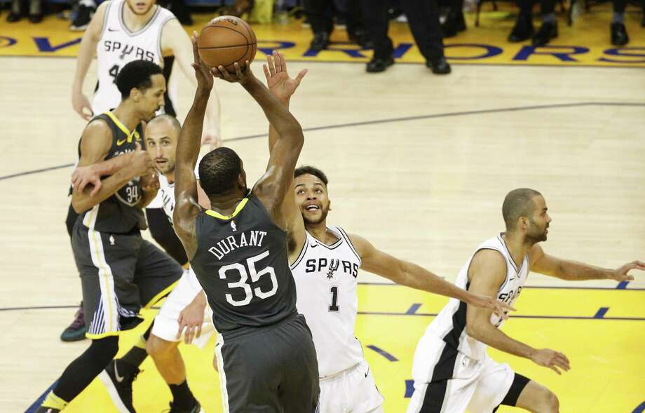 San Antonio Spurs' Kyle Anderson tries to defend against Golden State Warriors' Kevin Durant in the second quarter during game 2 of round 1 of the Western Conference Finals at Oracle Arena on Monday, April 16, 2018 in Oakland, Calif. Photo: Michael Macor, Staff / The Chronicle / online_yes