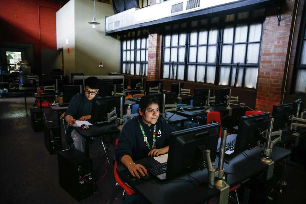 Elizabeth Pena, center, learns CAD software through YES Prep Fifth Ward's Maker to Market program at TXRX Labs Wednesday, April 4, 2018 in Houston. TXRX Labs is partnering with with local schools and organizations to introduce people to skills needed in in manufacturing fields. (Michael Ciaglo / Houston Chronicle)