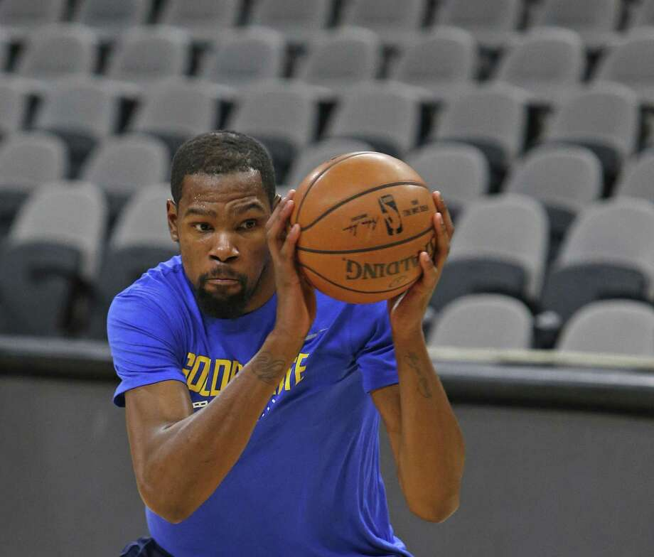 Kevin Durant #35 of the Golden State Warriors works on a move. Golden State Warriors practice at the AT&T Center on Wednesday, April 18 ,2018. Photo: Ronald Cortes / 2018 Ronald Cortes