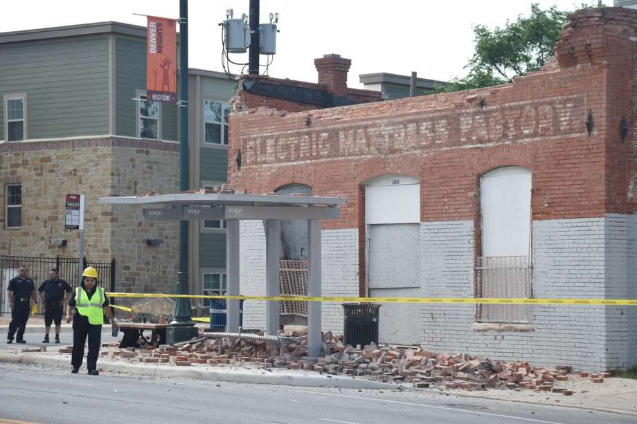 An abandoned building at East Commerce and North Olive collapsed on the East Side on Thursday, April 19, 2018. Photo: Caleb Downs / San Antonio Express-News