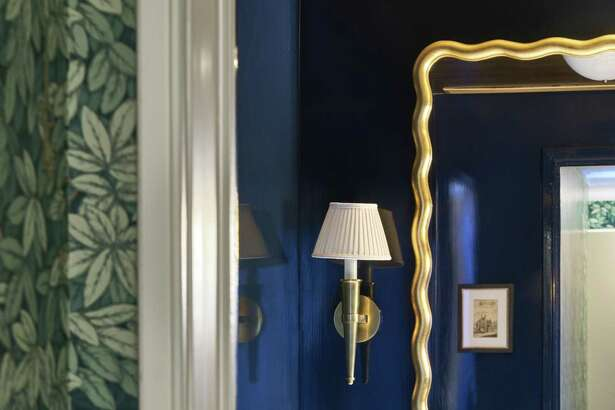 """Designer Katie Lydon installed a dramatic mirror from Mecox in the Manhattan home of """"The Happiness Project"""" author Gretchen Rubin."""
