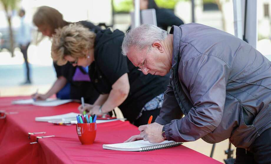 Bob Jensen (right) and Rhonda Watts, both from Idaho, signed memory books for the Bush Family Thursday, April 19, 2018, in Houston. The Houston community was invited to the Barbara Bush Literacy Plaza to pay tribute and share their memories of the First Lady. Photo: Steve Gonzales, Houston Chronicle / © 2018 Houston Chronicle