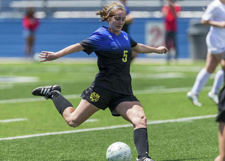 San Antonio Alamo Heights' Sophia Connelly kicks down field against Grapevine during the Class 5A girls soccer state semifinal in Georgetown, Thursday, April 19, 2018. (Stephen Spillman) Photo: Stephen Spillman / Stephen Spillman / stephenspillman@me.com Stephen Spillman