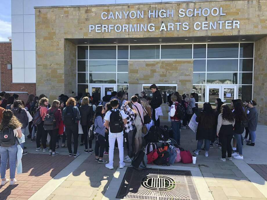 About 100 students at Canyon High School in New Braunfels demonstrated Wednesday for stricter gun control laws. Photo: Bennet Emmons, Courtesy