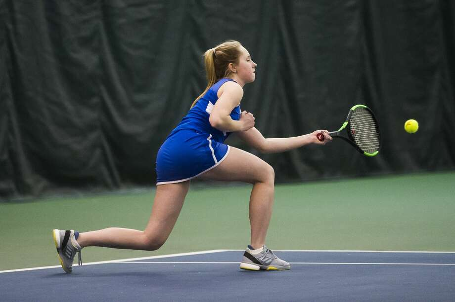 Midland freshman Paige McCollister returns the ball during her #2 singles match during a meet against Davison on Thursday, April 19, 2018 at the Greater Midland Tennis Center. (Katy Kildee/kkildee@mdn.net) Photo: (Katy Kildee/kkildee@mdn.net)