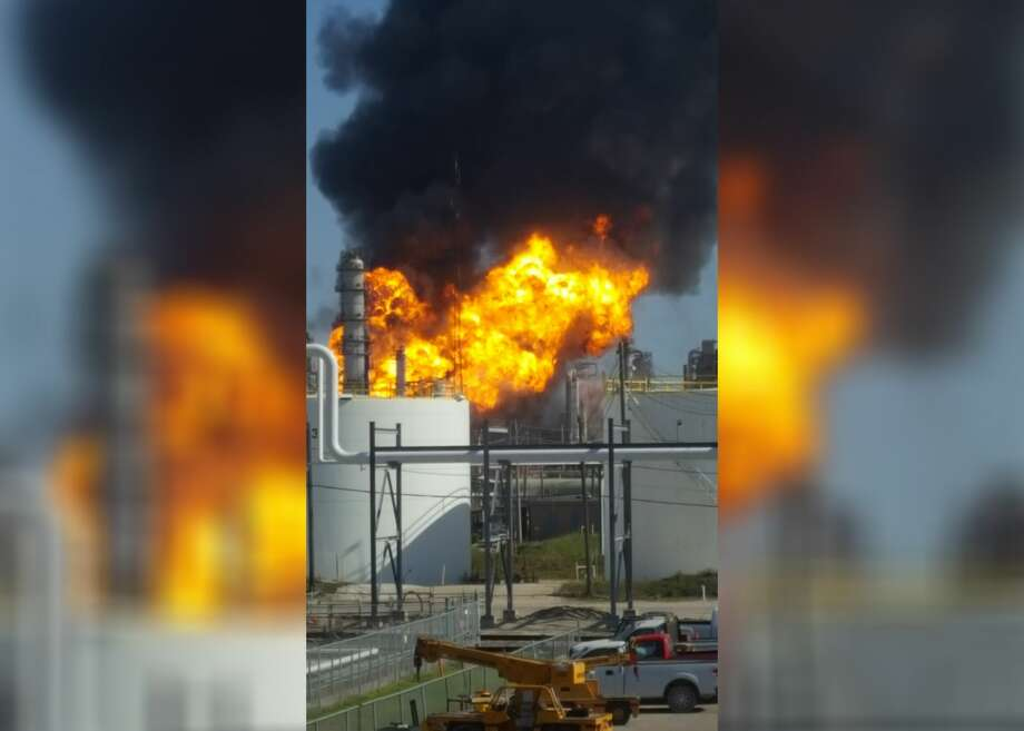 A large fire broke out Thursday afternoon at a Texas City plant. Photo: Michael Larsson