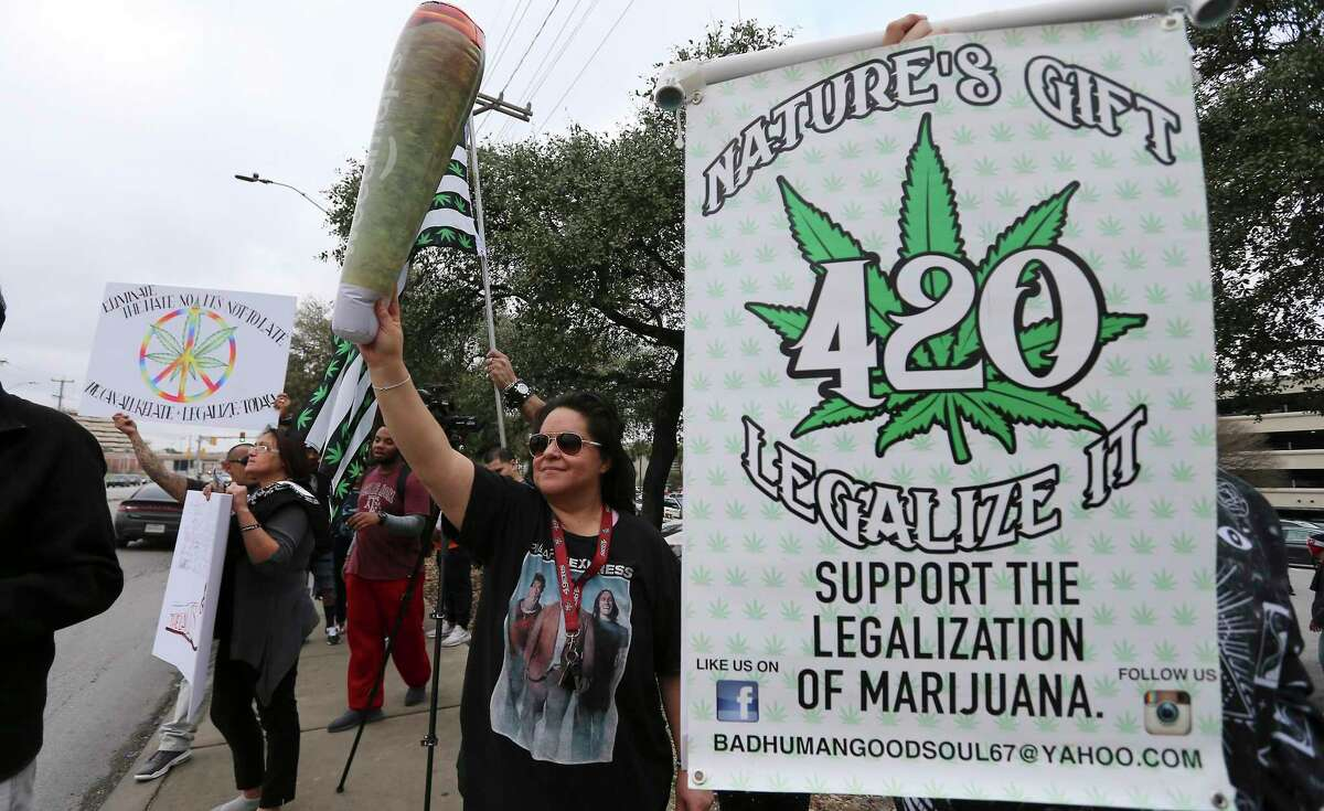A crowd in favor of the legalization of cannabis in Texas gathered to rally at the intersection of San Pedro and Rector on Saturday, Feb. 10, 2018. The organization 420OpenCarry held the event to support the open use of recreational marijuana. (Kin Man Hui/San Antonio Express-News)