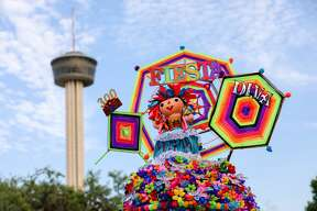 At Hemisfair Park, on Friday, April 19, 2018, Fiesta 2018 kicked off. Fiesta Fiesta is the official opening event of Fiesta, which takes place over 11 days each April. Official Fiesta Royalty and the Mayor helped to kick off the event. Pin trading, food, and music were all a part of this family friendly event.