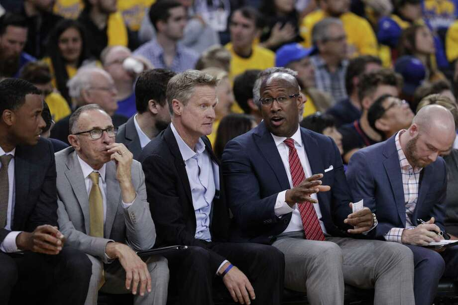 Mike Brown, right, likes his spot on Golden State's bench. Photo: Carlos Avila Gonzalez /The Chronicle / online_yes