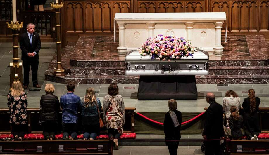 Mourners kneel in prayer in front of former first lady Barbara Bush's casket as she lay in repose inside St. Martin's Episcopal Church on Friday, April 20, 2018, in Houston. Photo: Brett Coomer, Houston Chronicle / © 2018 Houston Chronicle