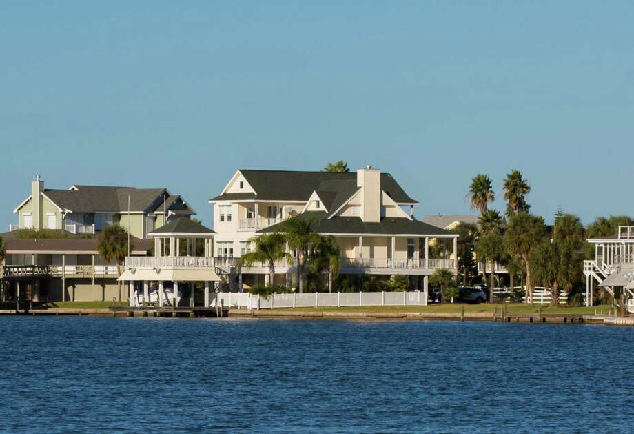 The exterior of Mitzi and Mark Knust's Galveston home. Photo: Julie Soefer / Julie Soefer Photography