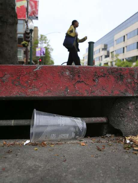 Using a throwaway cup or other single-use food ware could soon cost an extra 25 cents in Berkeley. Photo: Michael Macor / The Chronicle
