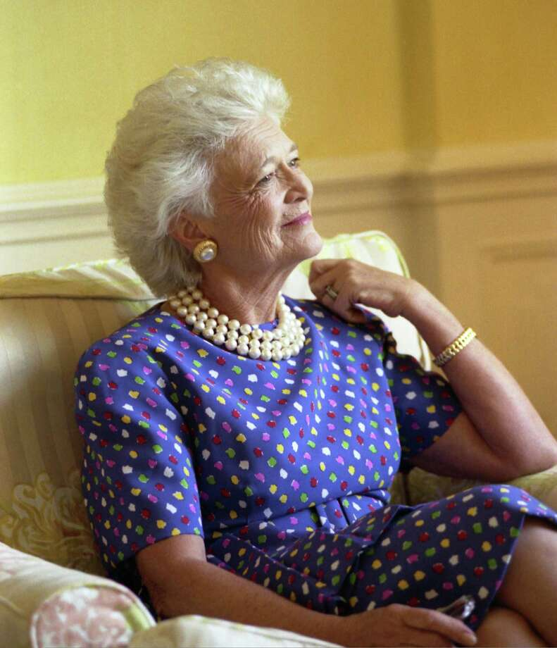 Official portrait of Barbara Pierce Bush, taken in the residence of the White House, 1989. Photo: George Bush Presidential Library And Museum / George Bush Presidential Library and Museum