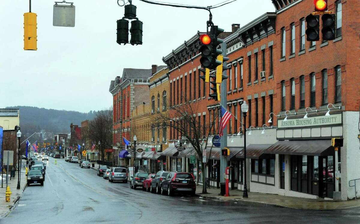 Ansonia Total population over 15 years old (2017): 15,189 Never married (2017): Men over 15 years old: 41.9% | Women over 15 years old: 33.7% Divorced (2017): Men over 15 years old: 8.6% | Women over 15 years old: 15.6% Source: U.S. Census