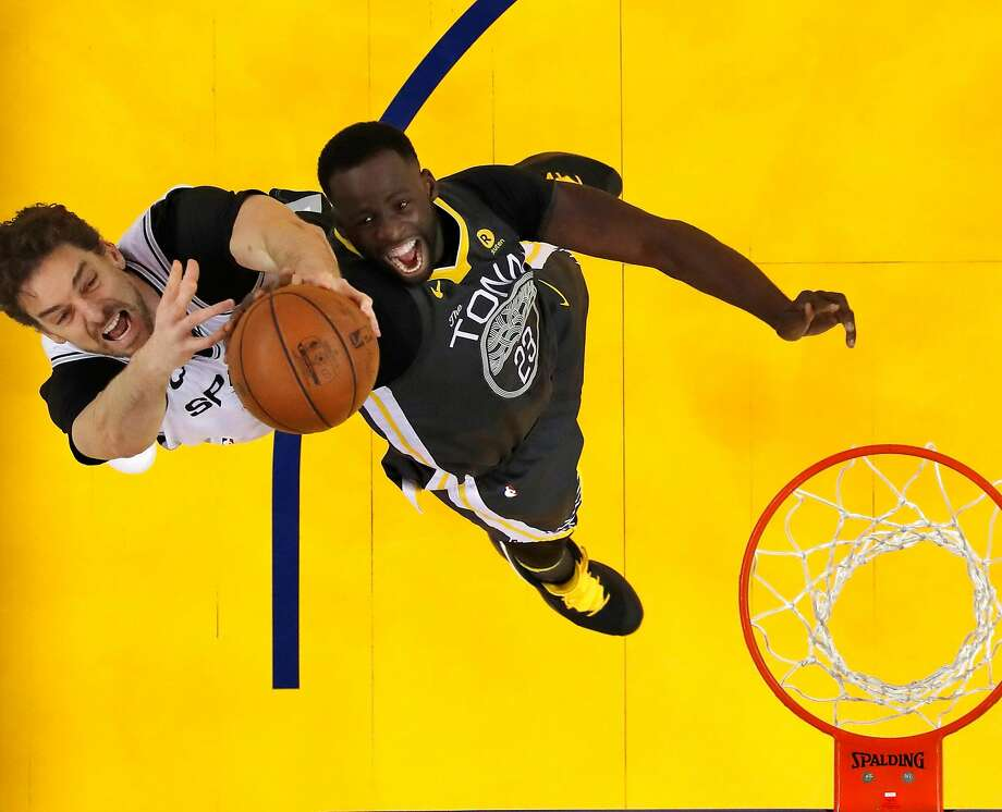 Draymond Green (23) and Pau Gasol (16) reach for a rebound in the second half as the Golden State Warriors played the San Antonio Spurs in Game 2 of the first round of the Western Conference Finals in Oakland. Photo: Carlos Avila Gonzalez, The Chronicle