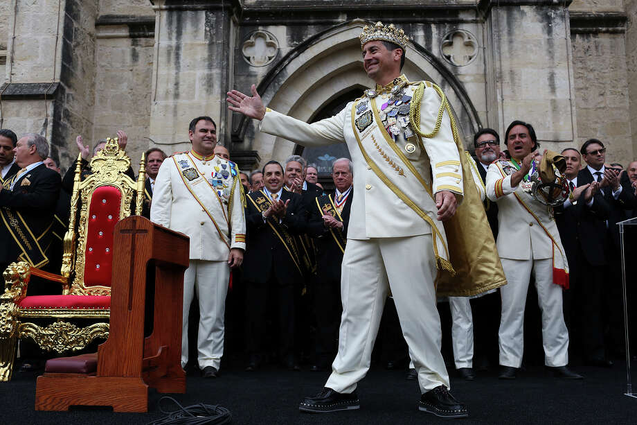 """Rey Feo LXX Kenneth Flores waves to the crowd after he was publicly crowned as the 70th """"People's King"""" in Main Plaza on Friday, April 20, 2018. At left is Flores' prime minister, Javier Rocha, and at right, is the 69th Rey Feo's prime minister, Augustine """"Augie"""" Cortez. Photo: Lisa Krantz, San Antonio Express-News / San Antonio Express-News"""