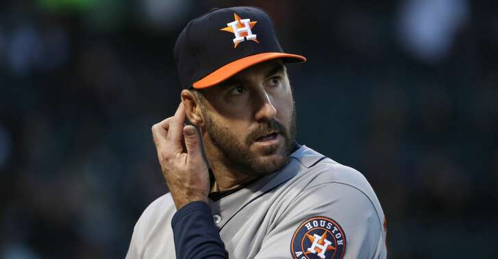 Houston Astros starting pitcher Justin Verlander heads to the dugout after retiring the Chicago White Sox in the first inning at Guaranteed Rate Field in Chicago on Friday, April 20, 2018. (John J. Kim/Chicago Tribune/TNS)