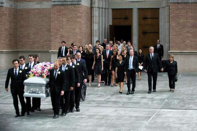 The Bush family accompanies the casket of former first lady Barbara Bush as they exit St. Martin's Episcopal Church, Saturday, April 21, 2018, in Houston. Photo: Marie D. De Jesus, Houston Chronicle / © 2018 Houston Chronicle
