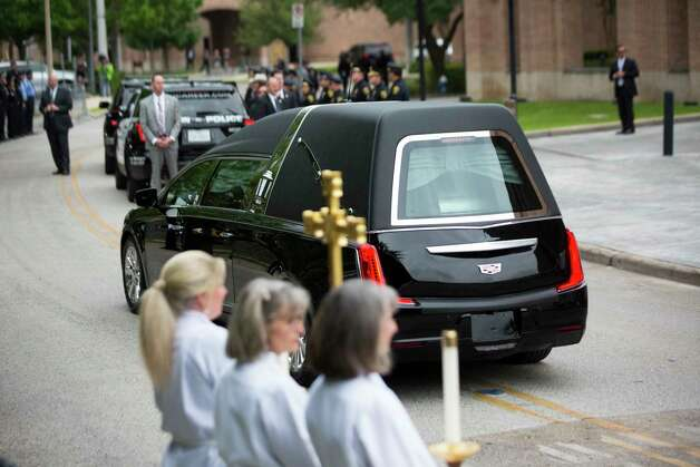 The casket of former first lady Barbara Bush is visible through the glass of a hearse minutes before departing toward College Station, Saturday, April 21, 2018, in Houston. Photo: Marie D. De Jesus, Houston Chronicle / © 2018 Houston Chronicle