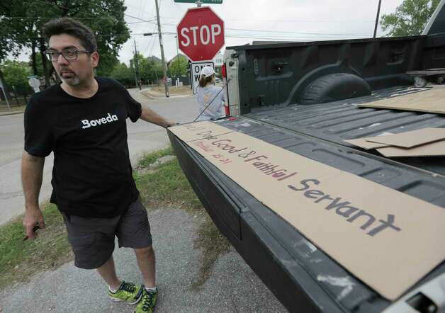 Benjamin Guajardo stands by a sign he made to hold up for when the motorcade carrying former first lady Barbara Pierce Bush drives by on Westcott Street following her funeral on  Saturday, April 21, 2018, in Houston. Photo: Elizabeth Conley, Houston Chronicle / © 2018 Houston Chronicle