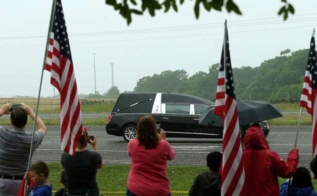 People record video as the motorcade for former First Lady Barbara Bush passes by Frazier's Ornamental Concrete store, which is next to Highway 6 Saturday, April 21, 2018, in Hempstead, Texas. Photo: Godofredo A. Vasquez, Houston Chronicle / Godofredo A. Vasquez