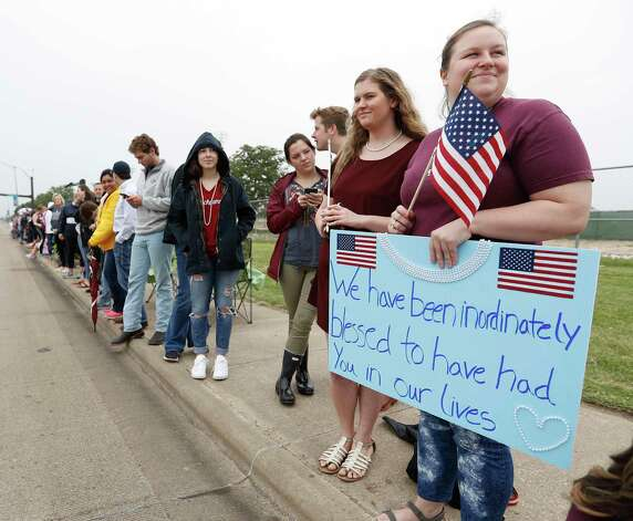 Haley Wilburn holds a sign as she joined hundreds of others who lined the street watch the motorcade for former First Lady Barbara Bush pass by on George Bush Drive enroute to the George Bush Presidential Library, Saturday, April 21, 2018, in College Station. Photo: Karen Warren, Houston Chronicle / © 2018 Houston Chronicle
