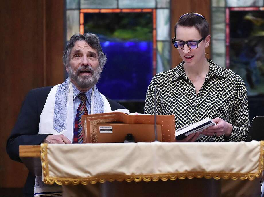 Rabbi Herb Brockman, of Congregation Mishkan Israel in Hamden, sings with Dana Astmann, organizer of a Pride Shabbat service, on Friday. Photo: Catherine Avalone / Hearst Connecticut Media / New Haven Register