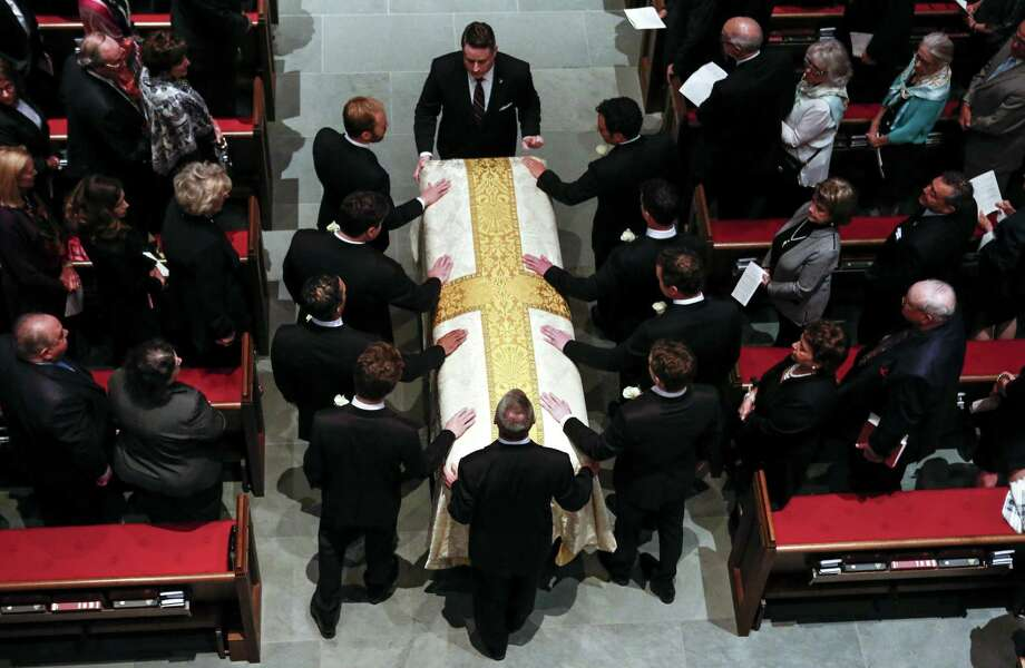 Pall bearers escort former first lady Barbara Bush's casket into the church for her funeral at St. Martin's Episcopal Church on Saturday, April 21, 2018, in Houston. ( Brett Coomer / Houston Chronicle, POOL ) Photo: Brett Coomer, Staff / Houston Chronicle / © 2018 Houston Chronicle