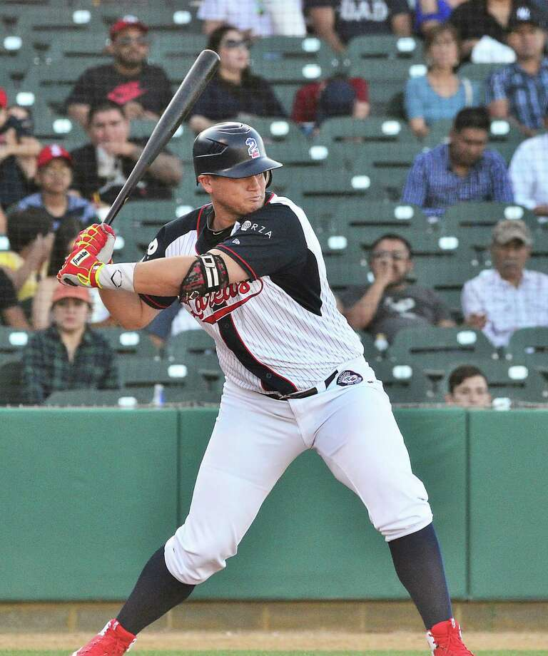 Balbino Fuenmayor's 16-game hitting streak was snapped Saturday, his first game without a hit while with the Tecolotes. Photo: Cuate Santos /Laredo Morning Times File
