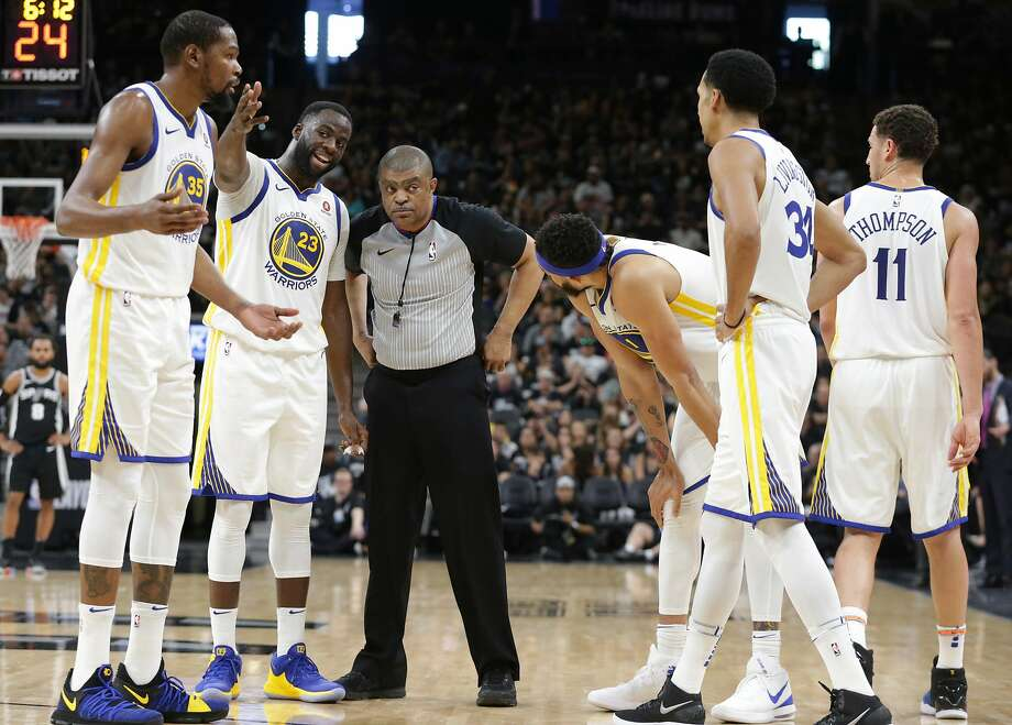 Kevin Durant (35), Draymond Green (23) and their teammates aren't thrilled about a technical foul called on David West in the Spurs' victory Sunday in San Antonio. Photo: Tom Reel / San Antonio Express-News