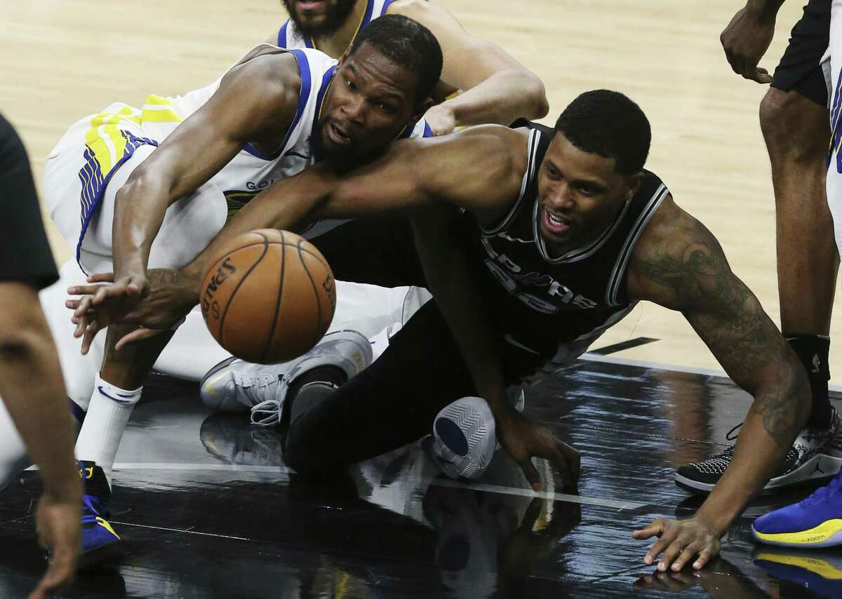 Golden State Warriors?' Kevin Durant and San Antonio Spurs?' Rudy Gay scramble for a loose ball during the first half at the AT&T Center, Sunday, April 22, 2018.