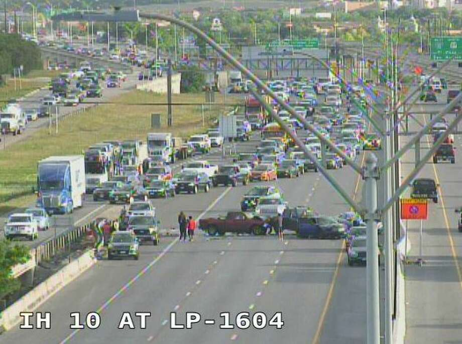 The eastbound lanes of Interstate 10 at Loop 1604 are blocked by several vehicles involved in a major crash. Photo: Texas Department Of Transportation