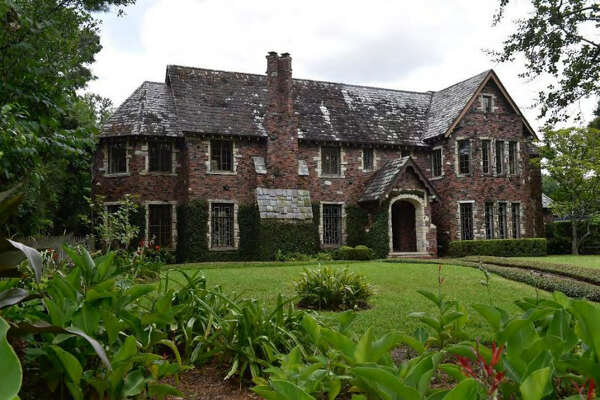 A 5,000-square-foot  1936 River Oaks mansion  is getting a 3,000-square-foot addition after their application was approved by the  Houston Planning and Development Department.