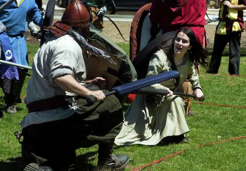 Medieval fight club draws crowd at Maker Faire - The Hour