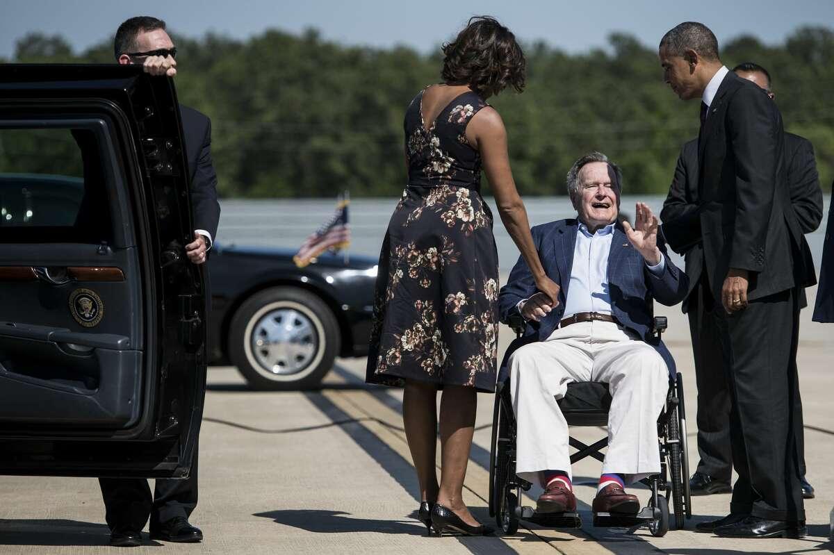 Bush greets Obama at Houston airport